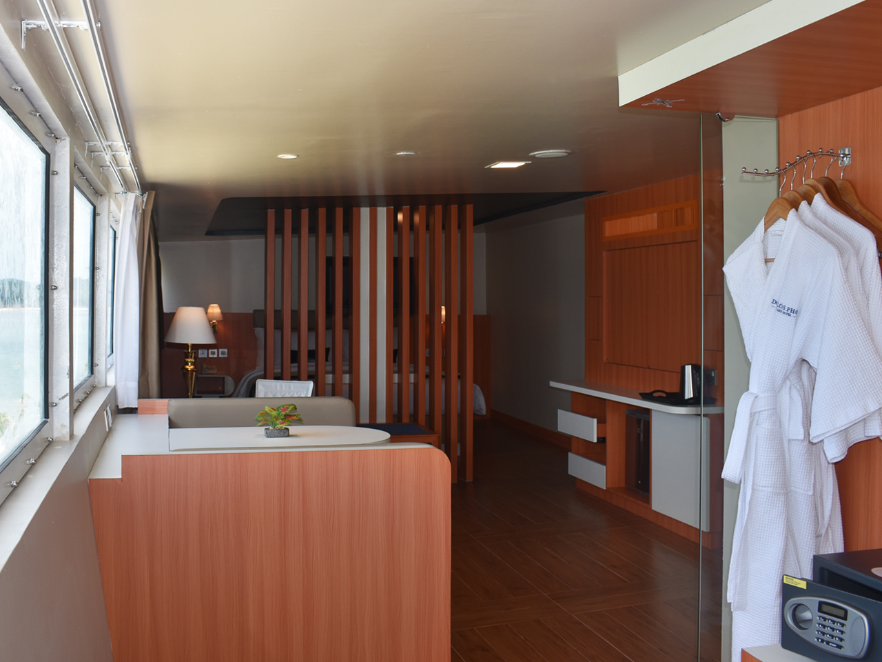 Doulos Phos, Cabins, Family Suite (1)